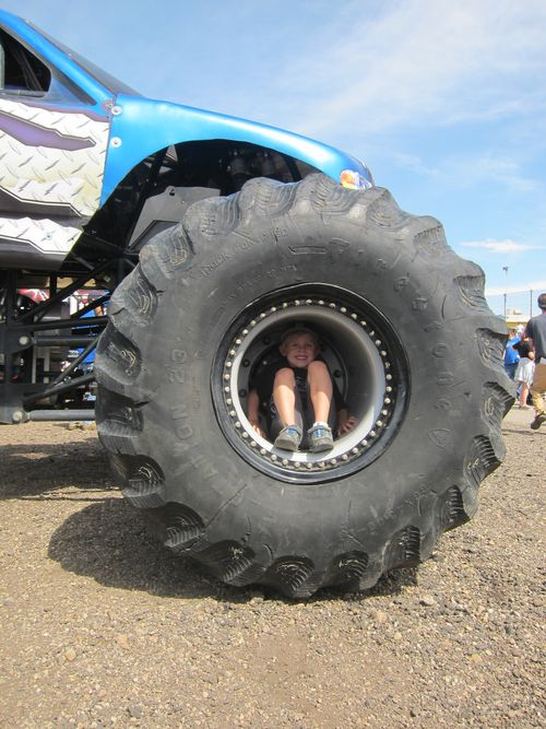 Monster Trucks 002